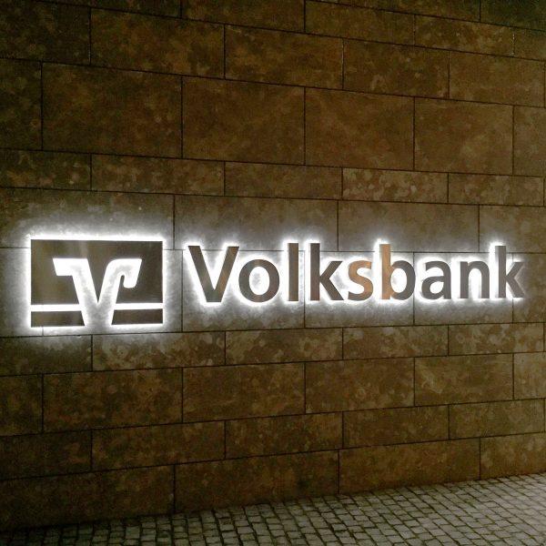 Leuchtreklame Volksbank in Bauform Profil 3 aus Edelstahl gebürstet