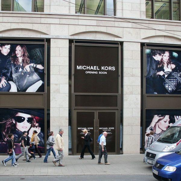 Bauabklebung während Umbauphase Michael Kors Store Düsseldorf/Kö