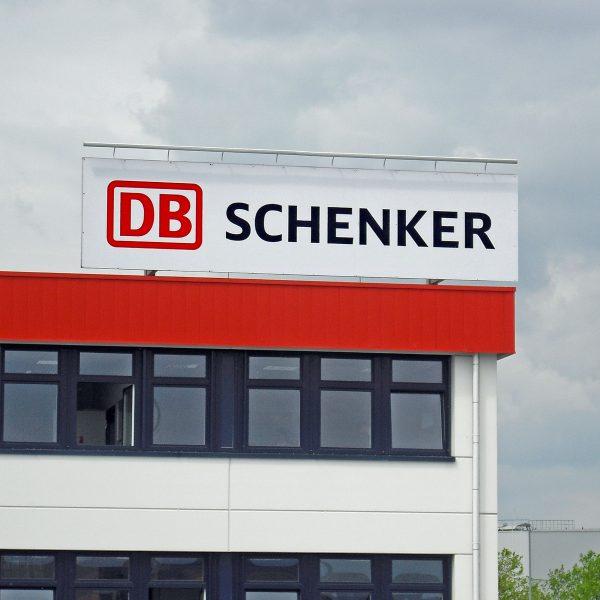 Dachschild Schenker Duisburg mit Lichtrohr
