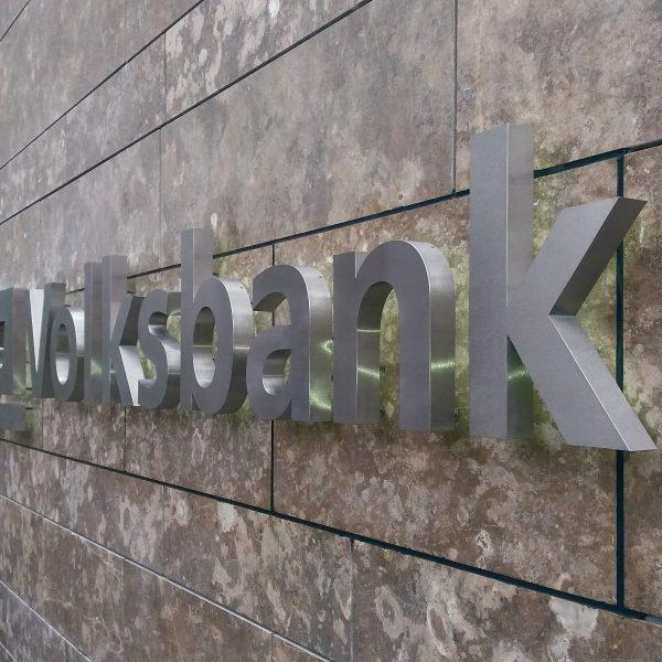 Volksbank Profilbuchstaben aus Edelstahl gebürstet