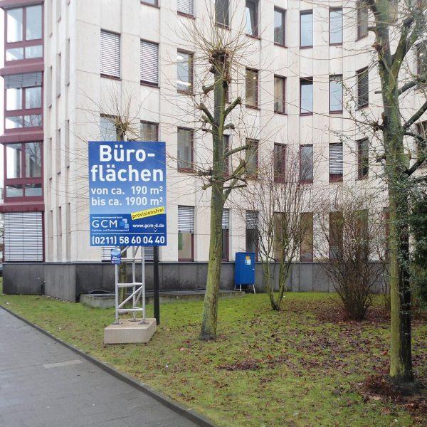 Miet-Schildkonstruktion als Vermietungshinweis für Büroflächen, Schildfläche 1,50 x 2 m