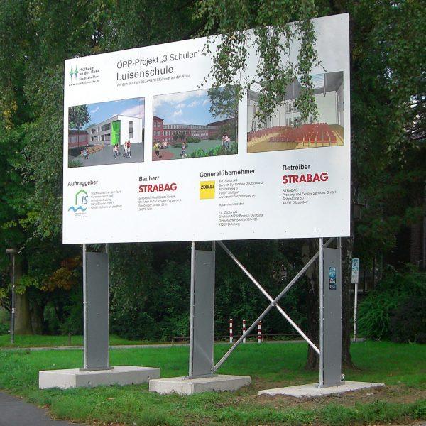 Miet-Schildkonstruktion als Bauschild, Schildfläche 5 x 3 m mit Aufstiegsschutz an Traversen