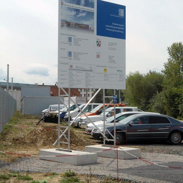 Miet-Schildkonstruktion als Bauschild JVA Werl, Schildfläche 3 x 3 m