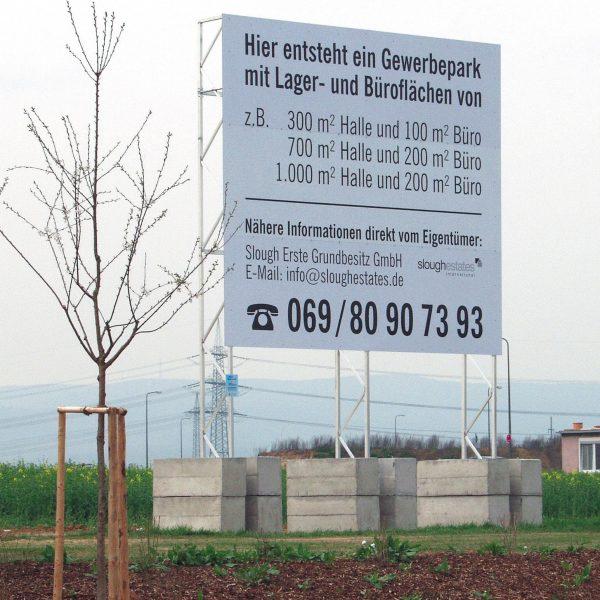 Miet-Schildkonstruktion als Vermietungshinweis für Gewerbepark in Frankfurt/Main, Schildfläche 5 x 4,50 m