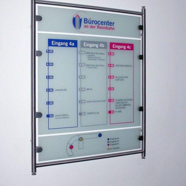 Besucher-Leitsystem Bürocenter Wandmontage